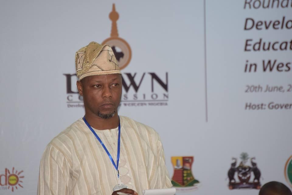 Dr Ade Adeagbo